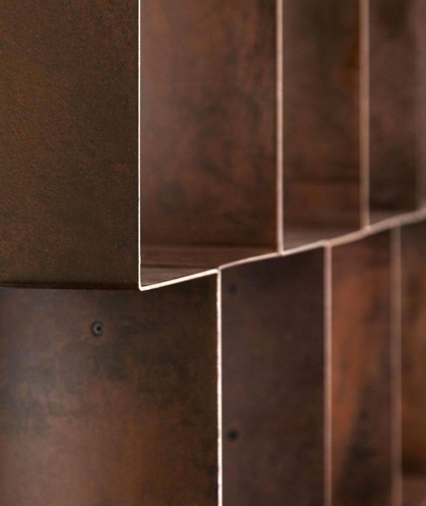 Dettaglio libreria Cor-Ten mobili di lusso Antes Design