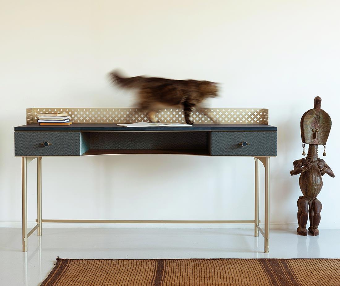 Gatto su scrivania Lalita di Antes Design