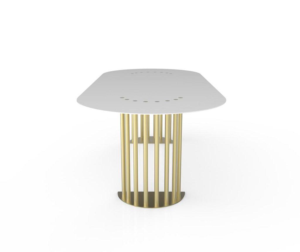 Tavolo bianco frontale con anche color ottone